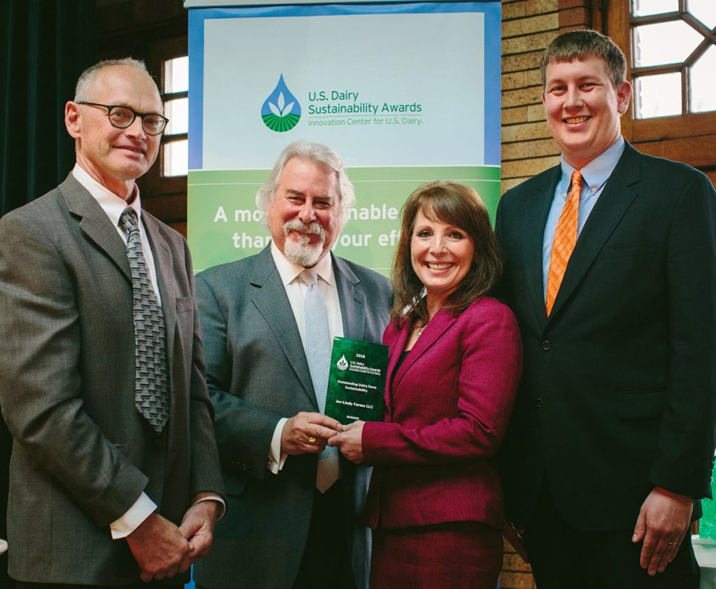 Bongards Patron Jer-Lindy Farms wins the US Dairy Sustainability award
